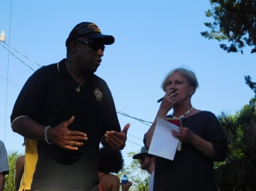 The mayor took notes about all of the problems that were pointed out to her by residents of the town, often asking questions about what they would like to see in terms of infrastructure and about what type of crime they were facing on a daily basis.